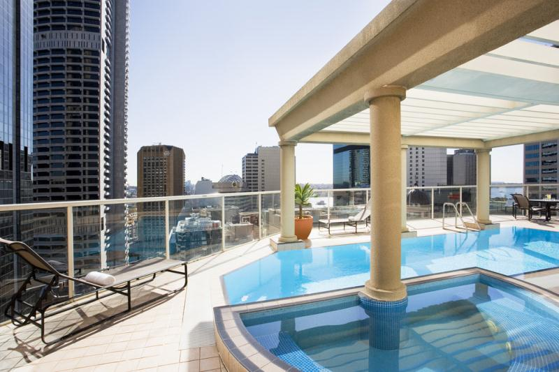 Australia-Mantra-2-Bond-St-rooftop-pool